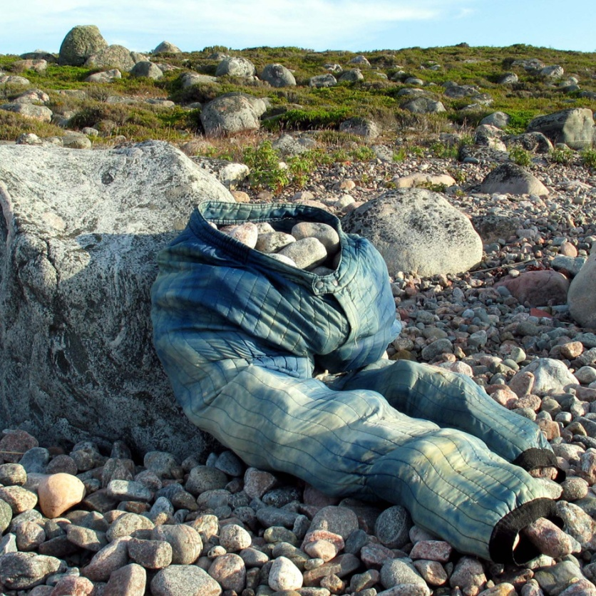 Jurmo project 1 with Johanna Pöykkö and Teppo Linjama. Stones and trousers washed up on the beach.