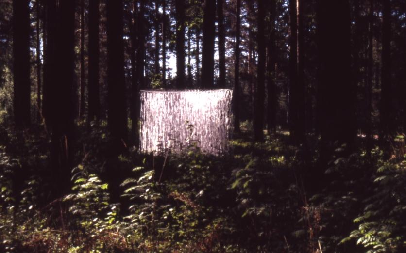 HOLY installation Metsäkeskus Lusto 2005 line, cloth, metal frame, stones, 4m3